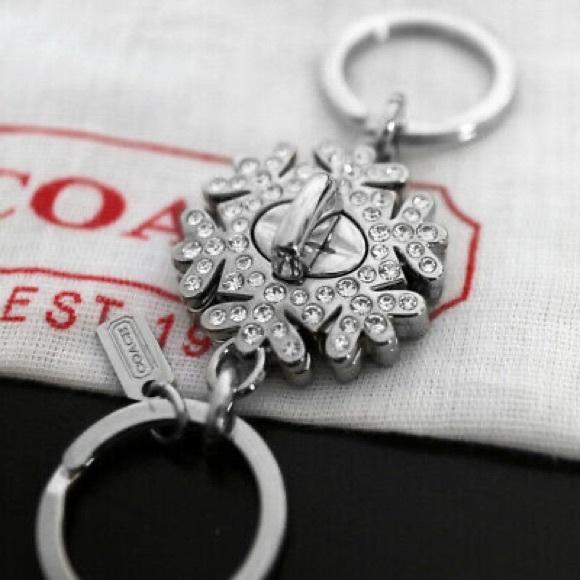 💞COACH NWB Crystal Snowflake Keychain 2-in-1💞